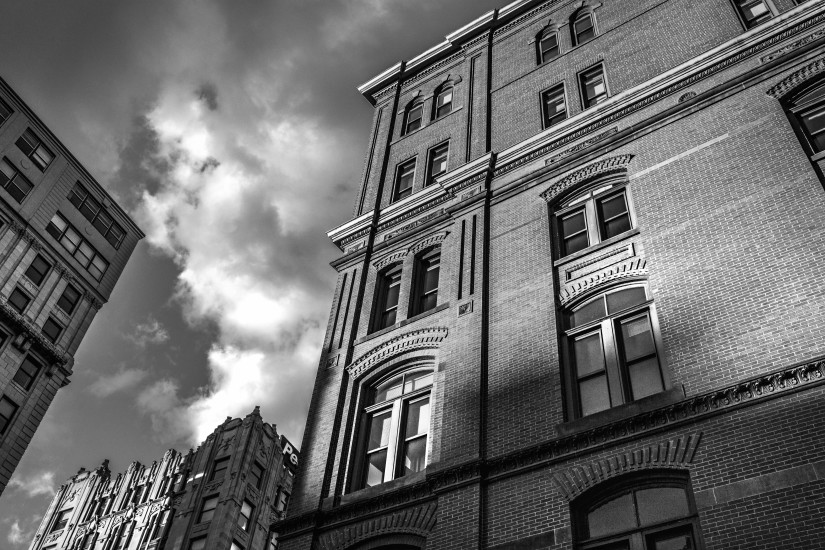 black-and-white-city-house-378-825x550